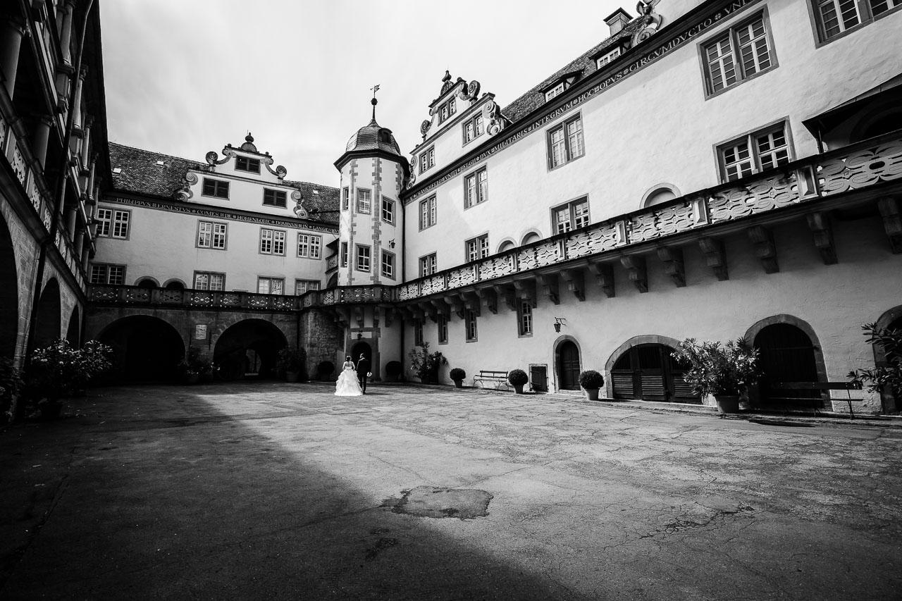 Brautpaar Porträt Hof Schloss Langenburg Hochzeitsfotograf