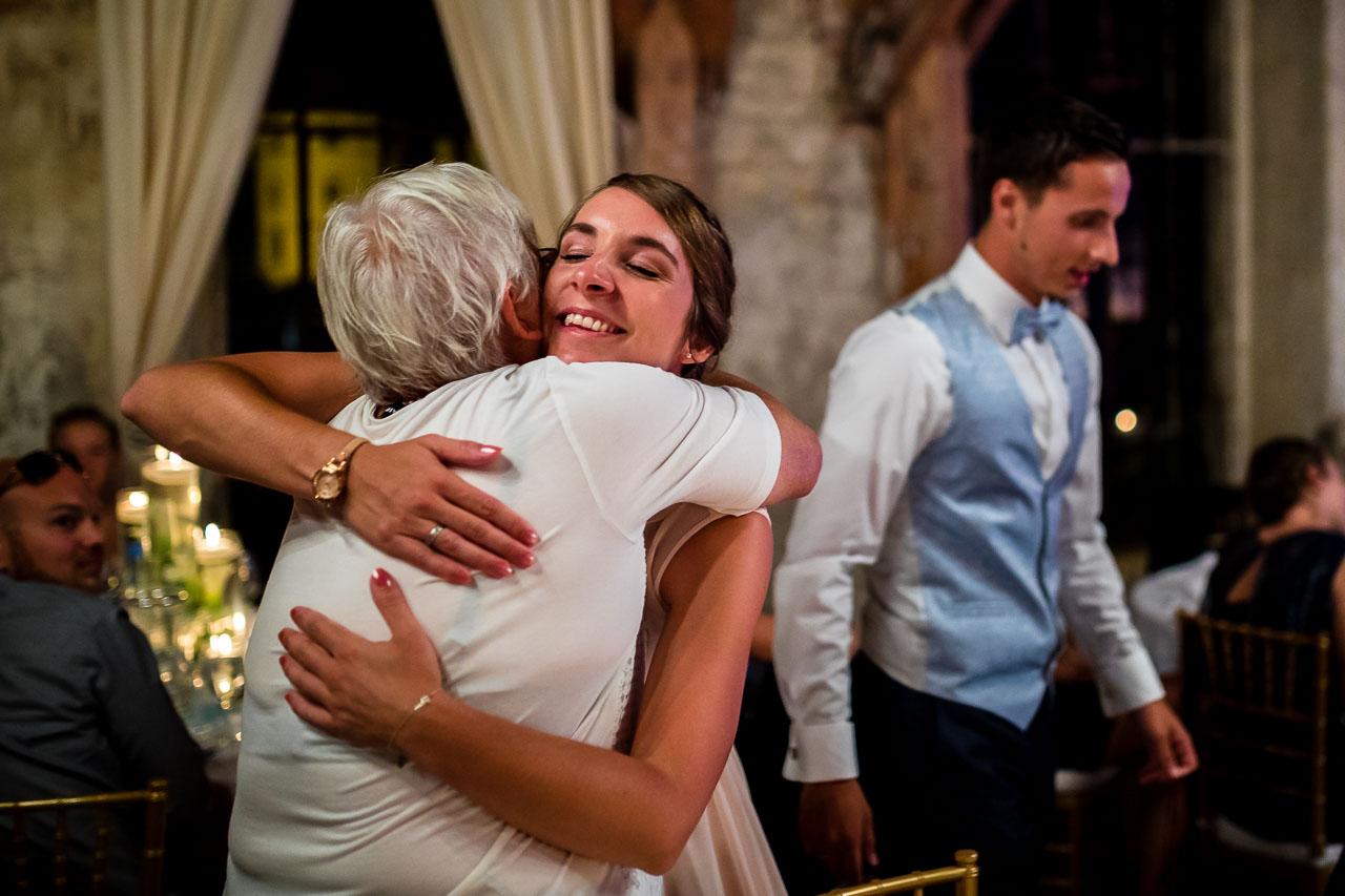Hochzeit Umarmung Oma